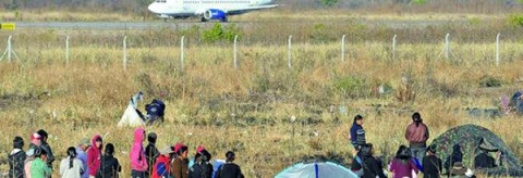 Ocupantes en terrenos del aeropuerto de Jujuy